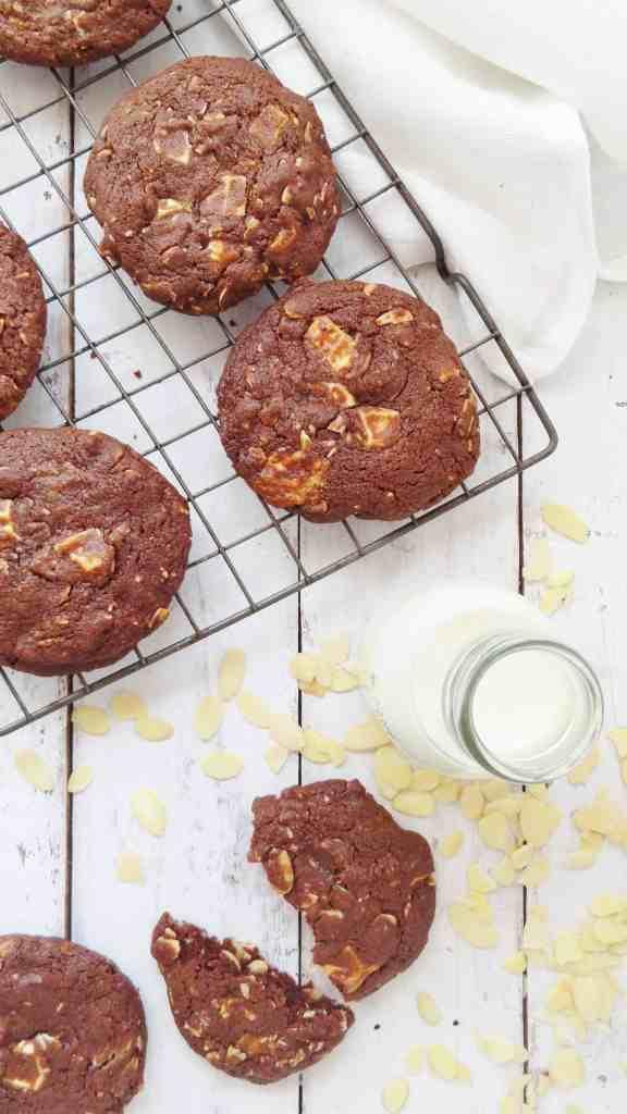almond chocolate white chocolate cookies