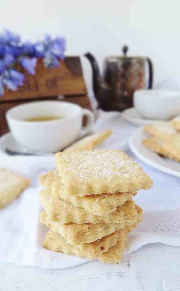 Camomile tea and lemon shortbread biscuits - Domestic Gothess