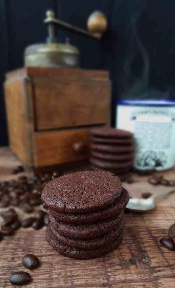 Chocolate coffee cardamom cookies - Domestic Gothess