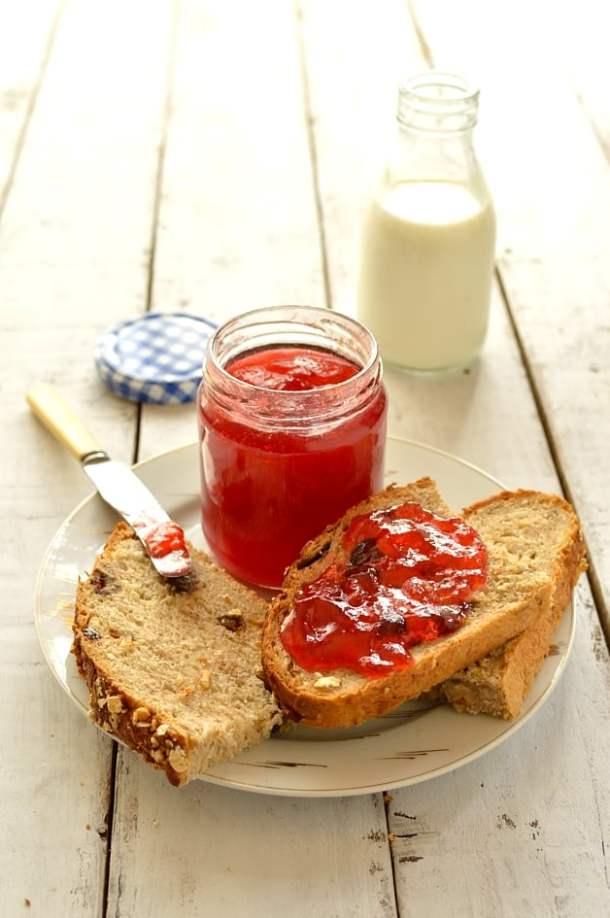 Amazing plum and amaretto jam - Domestic Gothess
