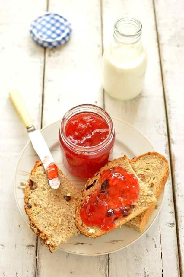 Plum and amaretto jam - Domestic Gothess
