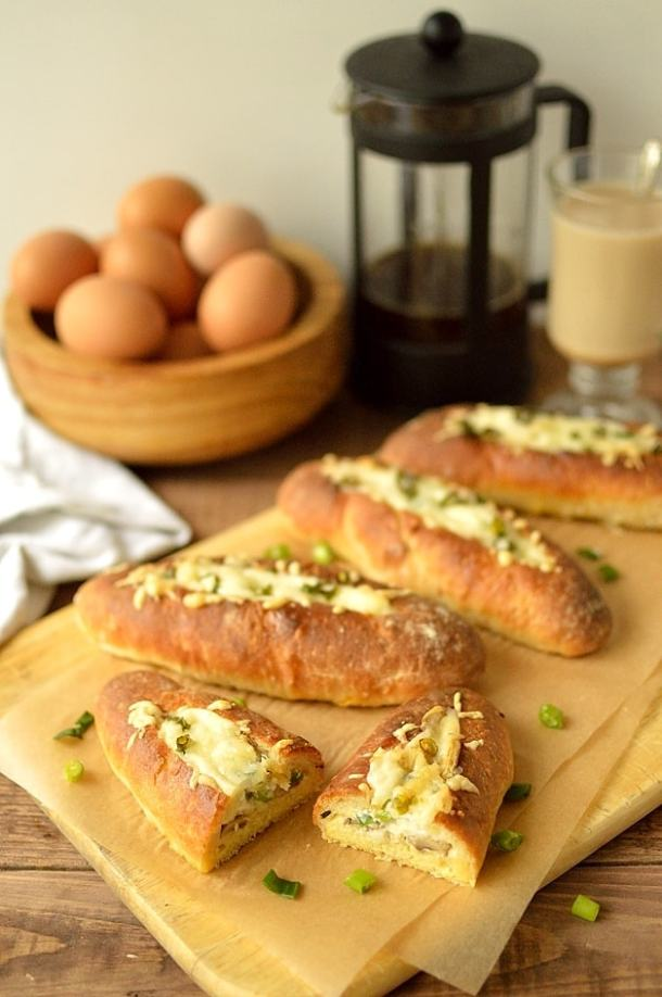 Garlic mushroom and manchego cheese baked egg bread boats - Domestic Gothess