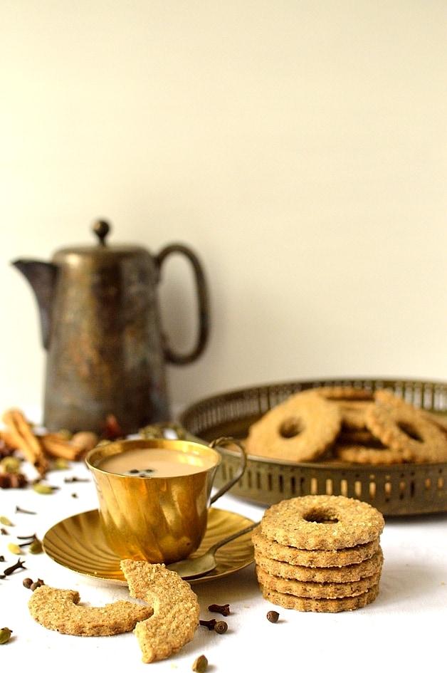 Masala chai spiced rye shortbread cookies - Domestic Gothess