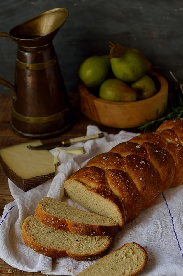 Semolina and rosemary bread with honey and olive oil