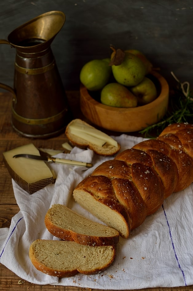 Semolina, rosemary, honey and olive oil bread loaf