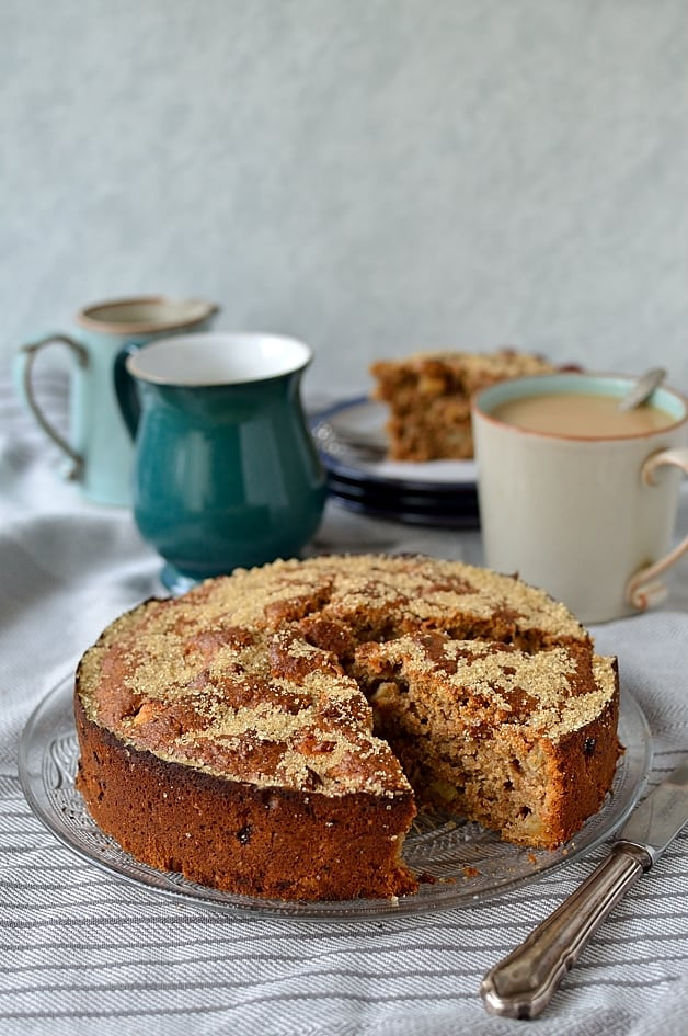 Recipe for a simple wholemeal spiced apple snack cake