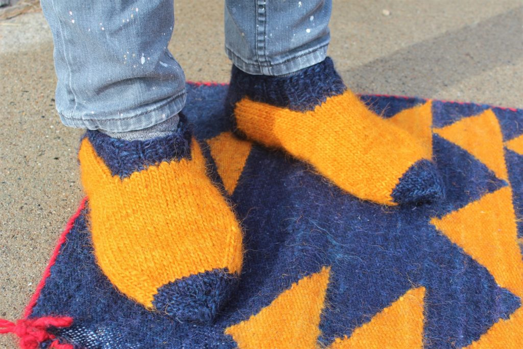 DOMESTIC STRATA // South Marysburgh Wool Knit Slippers Free Pattern For Men