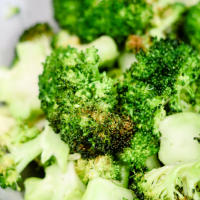 Air Fryer Roasted Broccoli (low calorie, low carb)