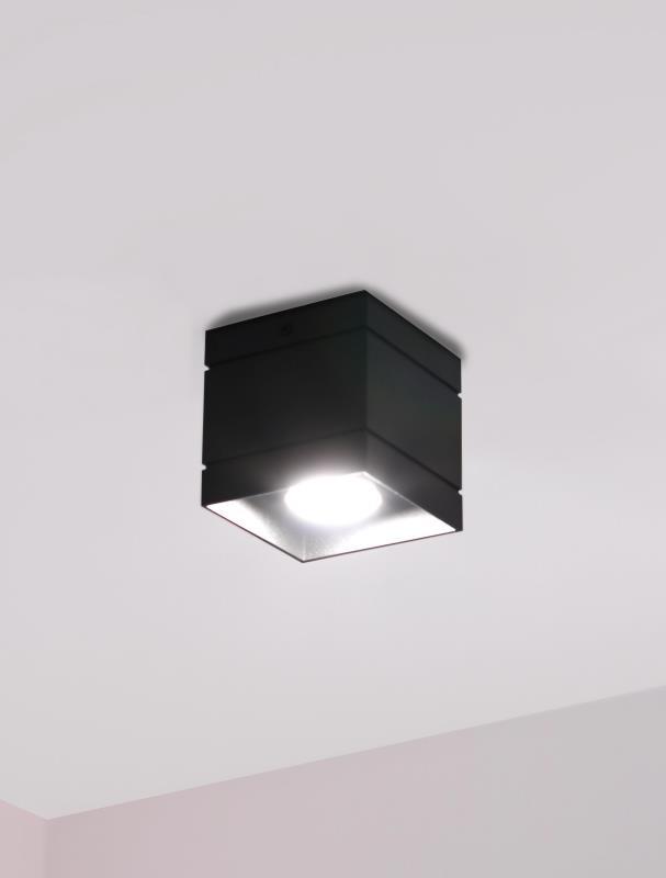 czarny kwadratowy plafon