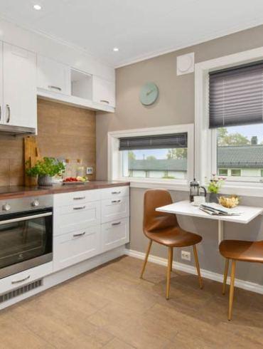 rolety w oknach kuchennych