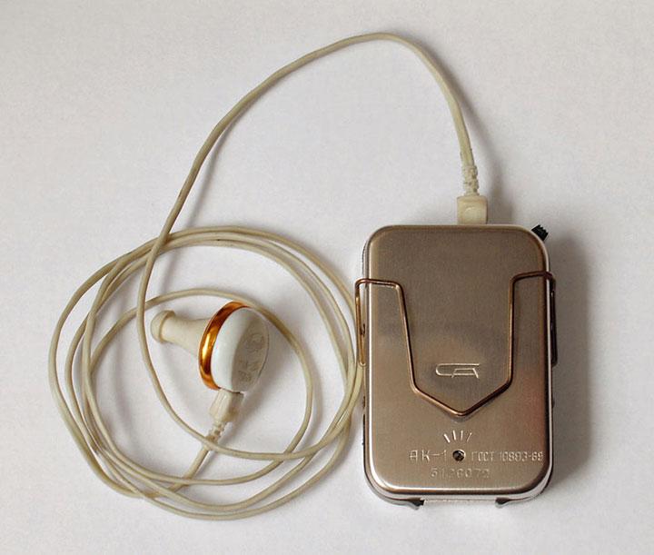 Búsqueda de cableado eléctrico con un audífono.