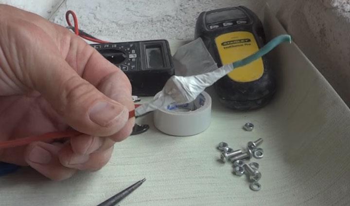 Fil de cuivre et connexion en aluminium après isolation