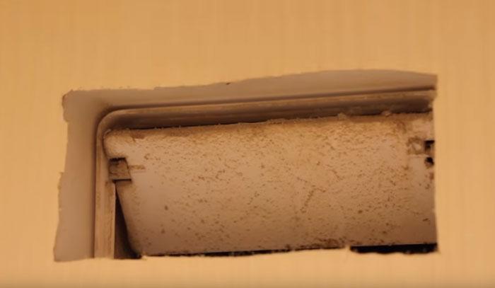 Piszkos és ráncolt porfelfordított szelep az extrahálón