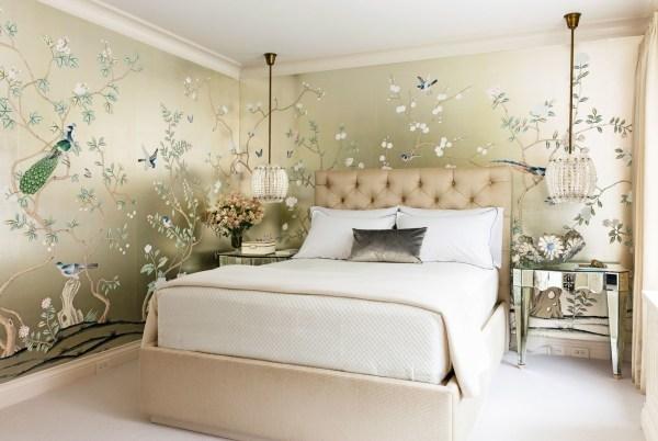 Обои в интерьере спальни: 30 фото, комбинации, дизайн и виды