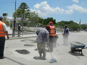 Maquillando las calles de la colonia Los Frayles para la visita del Gobernador Rafael Moreno Valle. 26/06/2013