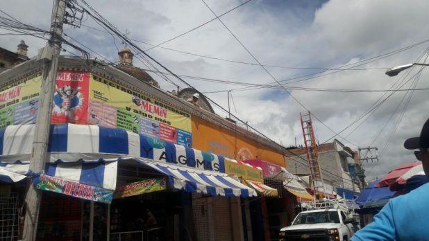 Cae transformador de luz en pleno centro de Tehuacán