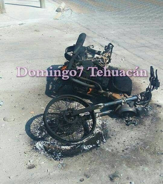 QUEMAN MOTO DE ASALTANTES