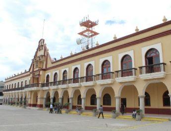 POLICÍAS DE AJALPAN RENUNCIAN, HAY CATEOS Y CAOS POR SEGURIDAD