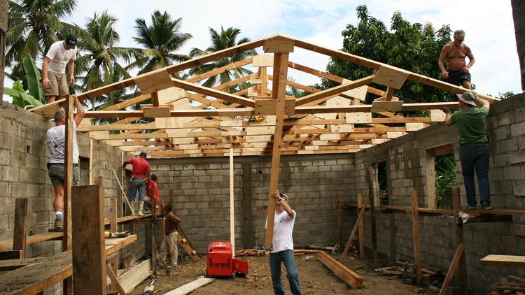 Build Group raising trusses for new building in the Dominican Republic