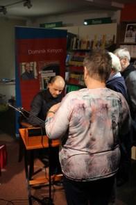 Der Kontakt mit den Leserinnen und Lesern ist Dominik Kimyon wichtig.