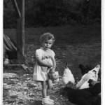 Dominique Dimey avec les poule à 4 ans