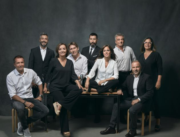 De izquierda a derecha: Manu Carreño, Dani Garrido, Pepa Bueno, Javier del Pino, Toni Garrido, Mara Torres, Carles Francino, José Antonio Marcos y Àngels Barceló. / CADENA SER