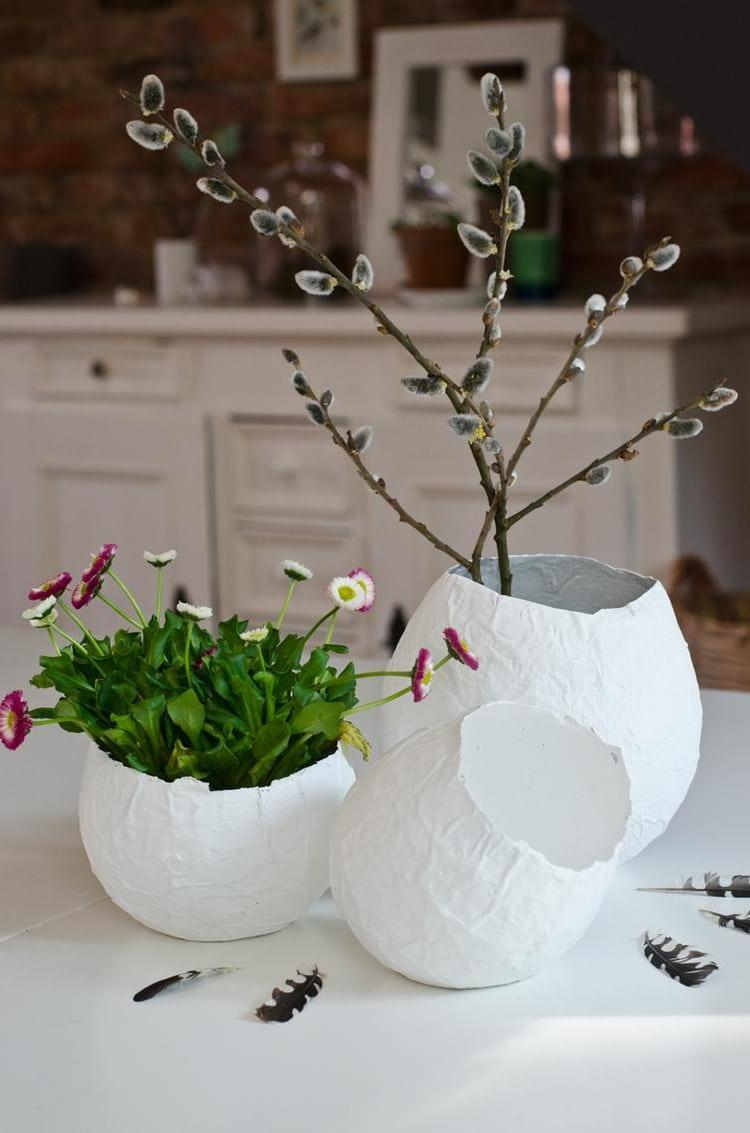 «Папье-Маша» техникасын қолдана отырып, әдемі вазаны жасаңыз - өте қарапайым