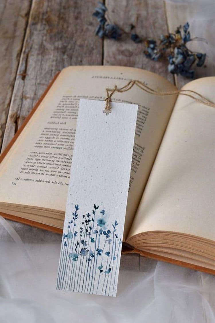 Бумажная закладка для книг – отличный подарок для книгочея