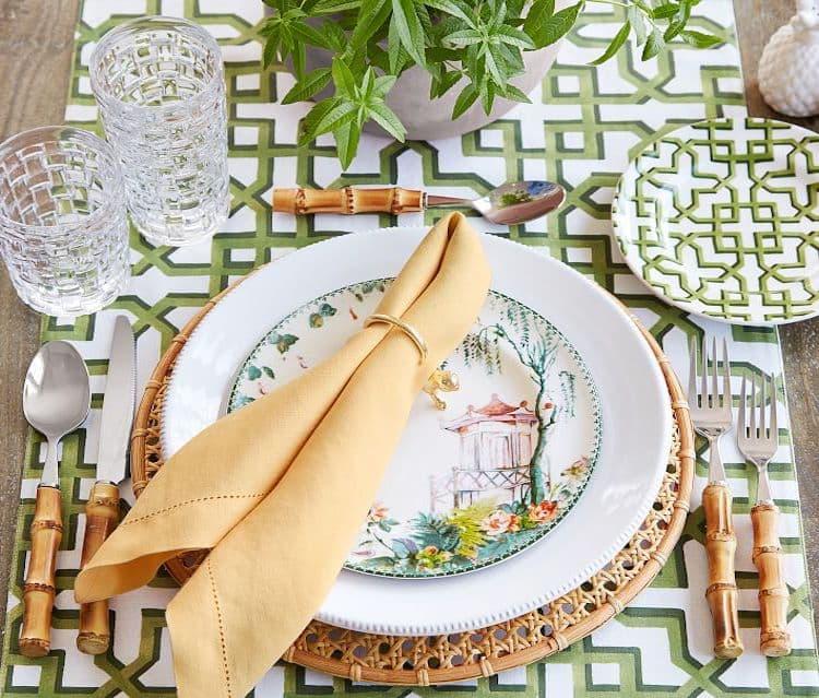 Az asztal díszítése az öko-stílusú nyaraláshoz