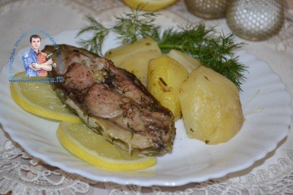 Карп запеченный в духовке с картошкой - по-особенному ...