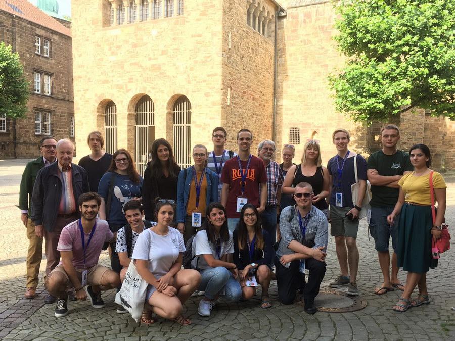 Teilnehmerinnen und Teilnehmer des Internationalen Jugendforums der Lions besuchten den Domschatz Minden und den Dom. Foto: DVM