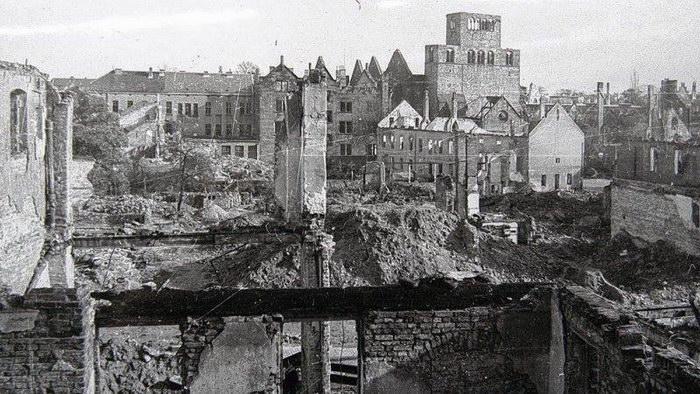 Am 28. März 1945 fielen die letzten Bomben auf Minden. Dabei wurden weite Teile der Innenstadt, darunter der Dom, zerstört. Foto: Kommunalarchiv Minden