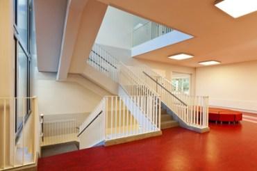 école publique moderne, escalier