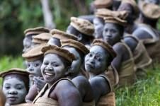 République démocratique du Congo - Le photographe a infiltré la secte religieuse Tatahonda de la République démocratique du Congo. Là, il a pu observer ces femmes se préparant pour une cérémonie religieuse.