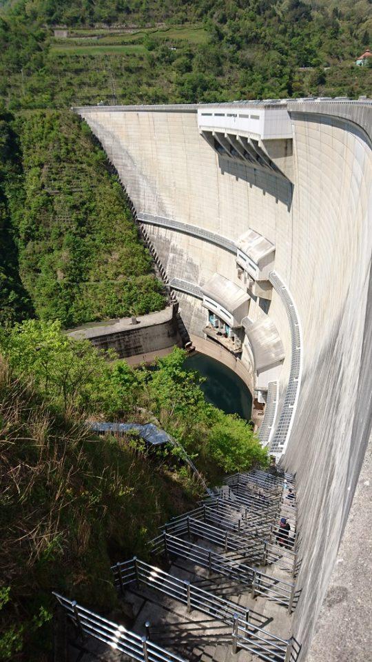 温井ダムの「しわい階段」