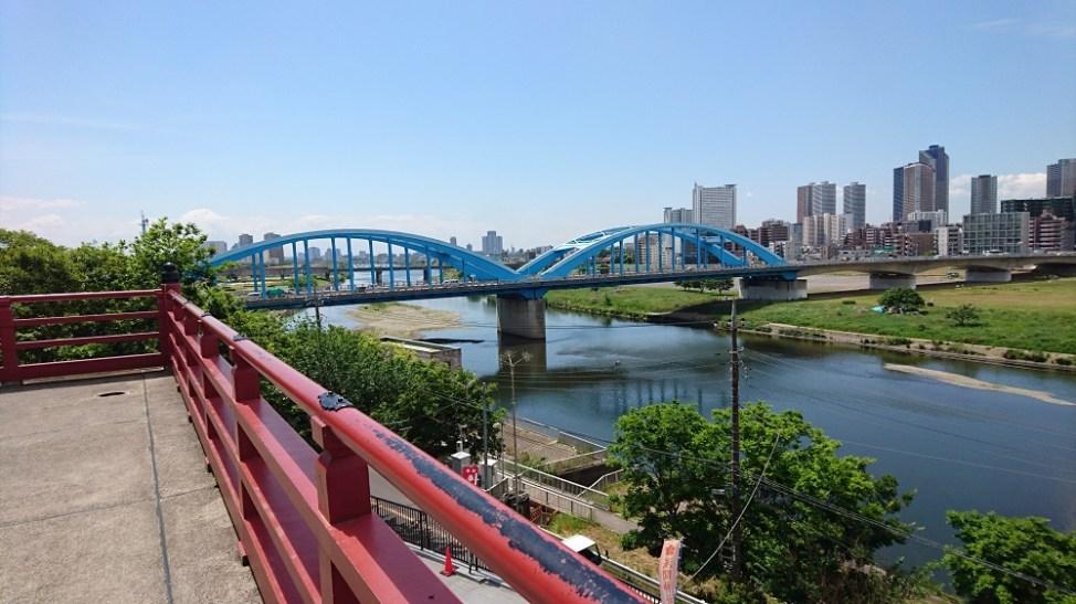 多摩川浅間神社から見る丸子橋と武蔵小杉方面