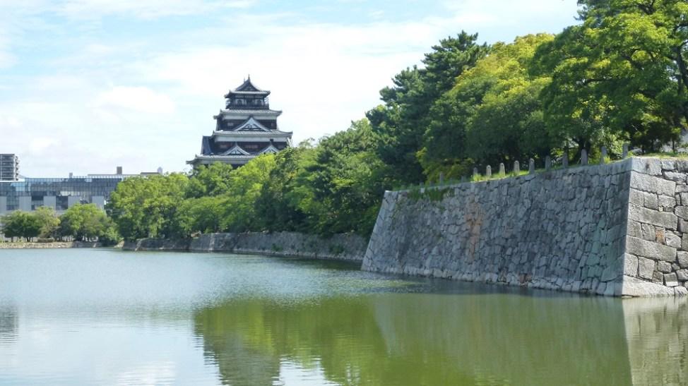 南側から見る広島城