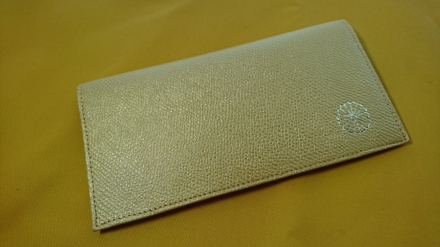 皇居東御苑の売店で買える金色の財布
