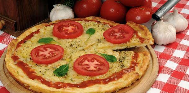 Pizza de Arroz Com Mussarela e Tomate
