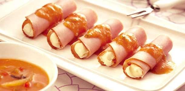 Rolinhos de Tender com Cream Cheese ou Requeijão e Molho Agridoce