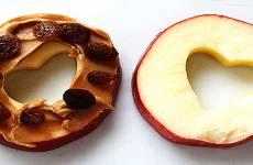 Sanduíche de Maçã com Pasta de Amendoim e Uva Passa