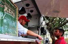 Food Truck Distribui Refeições em Sábado Solidário: muita gente saiu feliz Foto: Ricardo Duarte / Agencia RBS