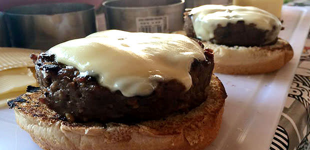 Hambúrguer de Patinho com Mussarela de Búfala
