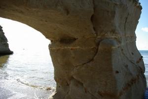 くぐり岩 超接近 地層に何かある