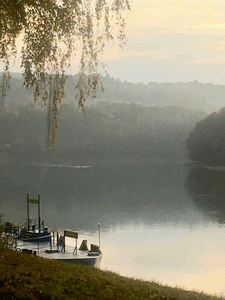 Herbstliche Morgenstimmung an der Donau bei Ottensheim- zeitig in der Früh ist es ein besonderes Natur Erlebnis mit dem Fahrrad entlang dem Donau Ufer dahin zu radeln.