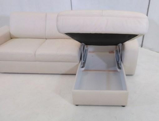 Vista frontal de arcón de sofá cama con chaise longue - Costa
