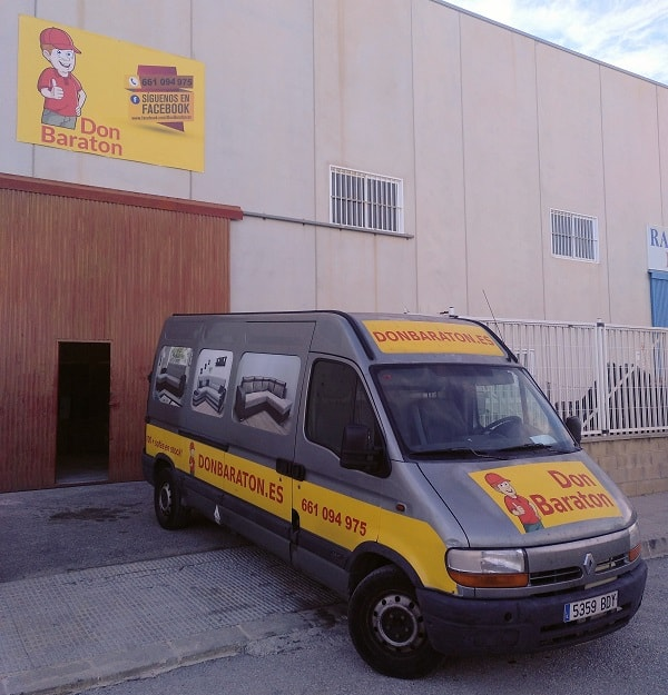 Вход. Магазин диванов, матрасов, кроватей и мебели в Альморади (Аликанте) - Don Baraton