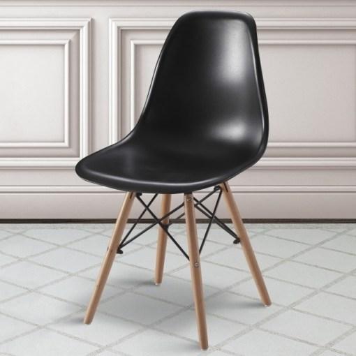 Silla negra ergonómica con patas de madera y soportes metálicos - Bergen