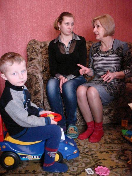 Владик и Екатерина Тузовы своей квартирой, полученной от горсовета, во многом обязаны начальнику службы по делам детей Елене Лукьянчук.