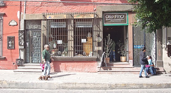 Finding the best olive oil in San Miguel de Allende.